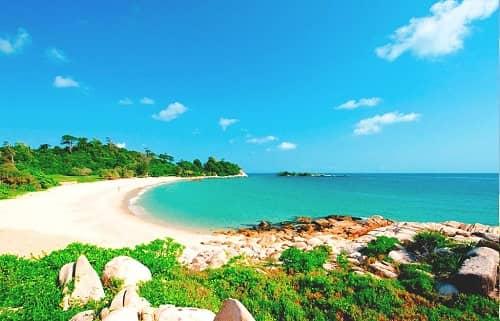 Sunbathe upon Nongsa Beach